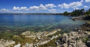 Die adriatische Küstenlinie beim Umgeben von Glavotok Stockfotografie