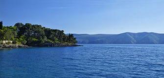 Die adriatische Küstenlinie beim Umgeben von Glavotok Lizenzfreies Stockbild