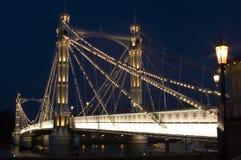 Die Albert-Brücke nachts in London. Lizenzfreie Stockfotografie