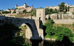 Die Alcantara-Brücke und der Alcazar, Toledo, Spanien Lizenzfreies Stockbild