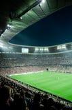 Die Allianz-Arena nach innen während des Spiels Stockbild