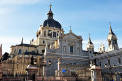 Die Almudena Kathedrale in Madrid Stockfoto
