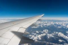 Die Alpen aus einem flachen Fenster heraus Lizenzfreies Stockbild