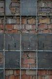 Die alte Backsteinmauer mit Glas des Fensters Lizenzfreies Stockfoto