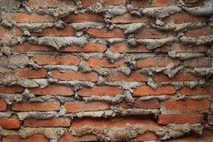 Die alte Backsteinmauer mit Sammelzement am Randgelenk für Hintergrund Lizenzfreies Stockfoto