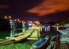 Die alte Bambusbrücke, über dem Fluss (Montag-Brücke) Lizenzfreies Stockfoto