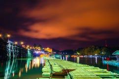 Die alte Bambusbrücke, über dem Fluss (Montag-Brücke) Stockfotografie