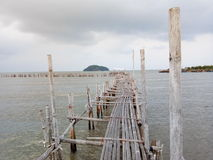 Die alte Bambusbrücke Lizenzfreies Stockfoto