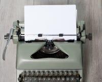 Die alte benutzte Druckmaschine mit den Kennzeichen des Gebrauches auf dem strukturierten Schutzträger Lizenzfreies Stockfoto