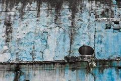 Die alte blaue Wand Stockbild