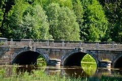 Die alte Brücke im königlichen Park Stockbild