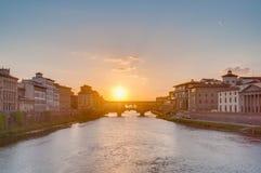 Die alte Brücke Ponte Vecchio in Florenz, Italien Stockfotos