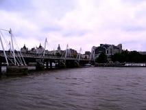 Die alte Brücke und die Boote Stockbild