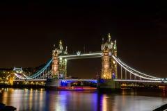 Die alte Brücke und die Boote Lizenzfreie Stockbilder