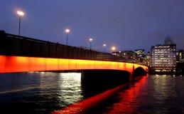 Die alte Brücke und die Boote Stockfotografie