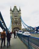 Die alte Brücke und die Boote Stockfotos