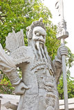 Die alte chinesische Kriegersstatue in Wat Pho oder in Wat Phra Chetuphon Stockbilder