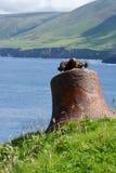 Die alte Dorfglocke auf großer Blasket-Insel Lizenzfreies Stockfoto