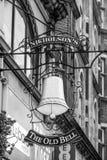Die alte englische Kneipe Bell in London - LONDON - GROSSBRITANNIEN - 19. September 2016 Lizenzfreies Stockbild