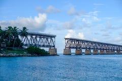 Die alte Florida-Ost- Küsten-Bahn-Pratt-Fachwerkbrücke, die b überspannt Stockbild