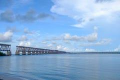 Die alte Florida-Ost- Küsten-Bahn-Pratt-Fachwerkbrücke, die b überspannt Lizenzfreie Stockbilder