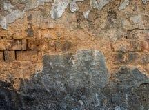 Die alte gebrochene Wand der verlassenen Ruinen Lizenzfreies Stockfoto