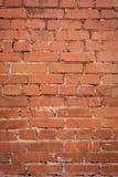Die alte gebrochene Wand von einem roten Backstein Stockbild