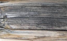 Die alte hölzerne Beschaffenheit mit natürlichen Mustern Innerhalb des Baumhintergrundes Alte grungy und verwitterte graue hölzer Stockfoto