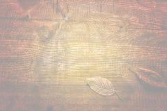 Die alte hölzerne Beschaffenheit mit natürlichen Mustern und Sprüngen auf dem sur Stockfotografie