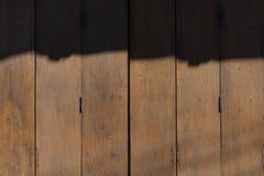Die alte hölzerne Tür Stockfotografie