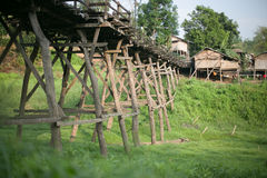 Die alte Holzbrücke Brücke Lizenzfreies Stockfoto