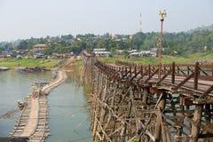 Die alte Holzbrücke Brücke Lizenzfreie Stockfotografie