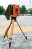 Die alte Kamera auf Straße Stockfoto