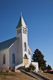 Die alte Kirche auf dem Hügel Stockfotografie