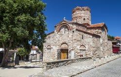 Die alte Kirche in der Mitte des bulgarischen beliebten Erholungsorts von Nessebar lizenzfreie stockfotos