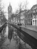 Die alte Kirche Oute Kerk in Delft lizenzfreies stockfoto