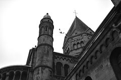 Die alte Kirche von St. Remacle, Badekurort, Belgien Lizenzfreie Stockbilder