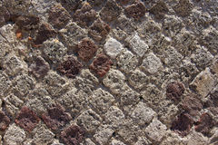 Die alte Maurerarbeit der rautenförmigen Ziegelsteine Stockbild