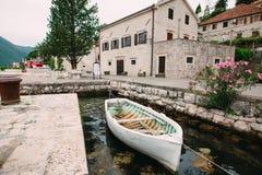 Die alte Stadt von Perast auf dem Ufer von Kotor-Bucht, Montenegro Th Stockbilder