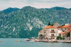 Die alte Stadt von Perast auf dem Ufer von Kotor-Bucht, Montenegro Th Stockfotografie