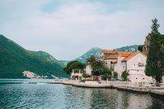 Die alte Stadt von Perast auf dem Ufer von Kotor-Bucht, Montenegro Th Lizenzfreie Stockbilder