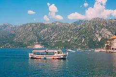 Die alte Stadt von Perast auf dem Ufer von Kotor-Bucht, Montenegro Th Lizenzfreies Stockbild