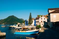 Die alte Stadt von Perast auf dem Ufer von Kotor-Bucht, Montenegro Th Lizenzfreies Stockfoto