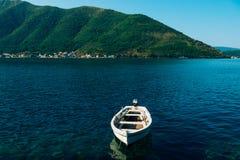 Die alte Stadt von Perast auf dem Ufer von Kotor-Bucht, Montenegro Th Stockbild