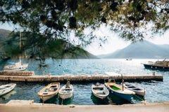 Die alte Stadt von Perast auf dem Ufer von Kotor-Bucht, Montenegro Th Stockfotos