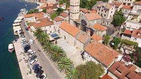 Die alte Stadt von Perast auf dem Ufer von Kotor-Bucht, Montenegro Th stock footage