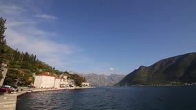 Die alte Stadt von Perast auf dem Ufer von Kotor-Bucht, Montenegro Th stock video footage