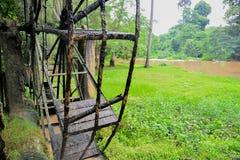 Die alte Stahlwasserturbine, thailändische Art in einem Wald Lizenzfreie Stockfotografie