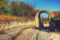 Die alte Straße Alte Ruinen bogen Landschaftshintergrund Lizenzfreie Stockfotos