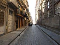 Die alte Straße der Stadt von Porto portugal lizenzfreie stockfotografie